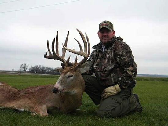 Trophy Missouri Buck by northwestmissourioutfitters.com