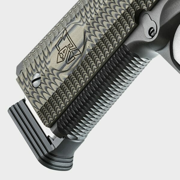 The front strap of the Vickers Tactical Master Class 1911 features a highly effective woven pattern, designed to ensure that your hand remains firmly engaged with the pistol.